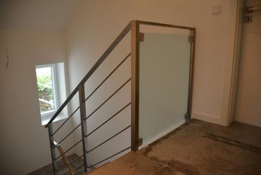 balkongel nder treppengel nder mit glas und holzhandlauf. Black Bedroom Furniture Sets. Home Design Ideas